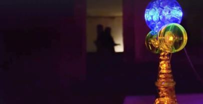 ULTRAHELLE LED LEUCHT FRISBEE & KENDAMA UND WEITERE SPIELZEUGE, DIE DIE NACHT ZUM TAG MACHEN